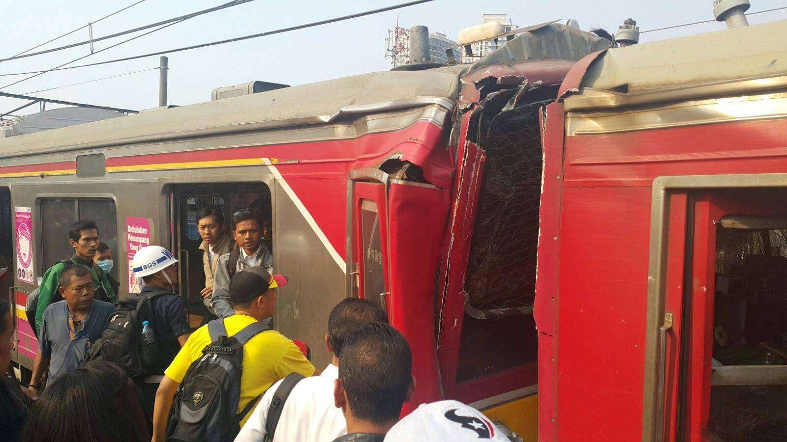Kecelakaan KRL di Stasiun Juanda |Sumber foto: tidak dikenali