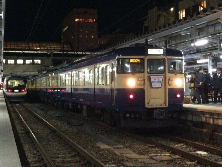 KRL seri 115 saat di stasiun pemberhentian | Foto Oleh: Satou Hiroki