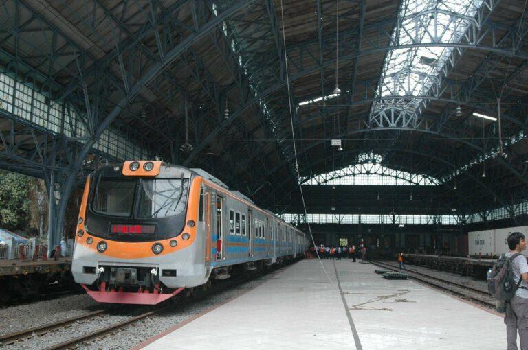 KLB KRL uji coba di stasiun Tanjung Priuk