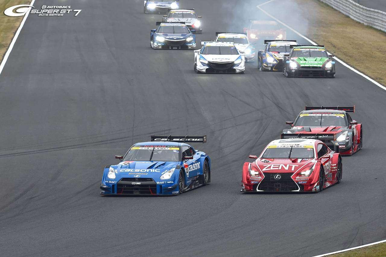 Kelompok mobil GT500 terdepan yang langsung melepaskan diri selepas start (sumber: supergt.net)