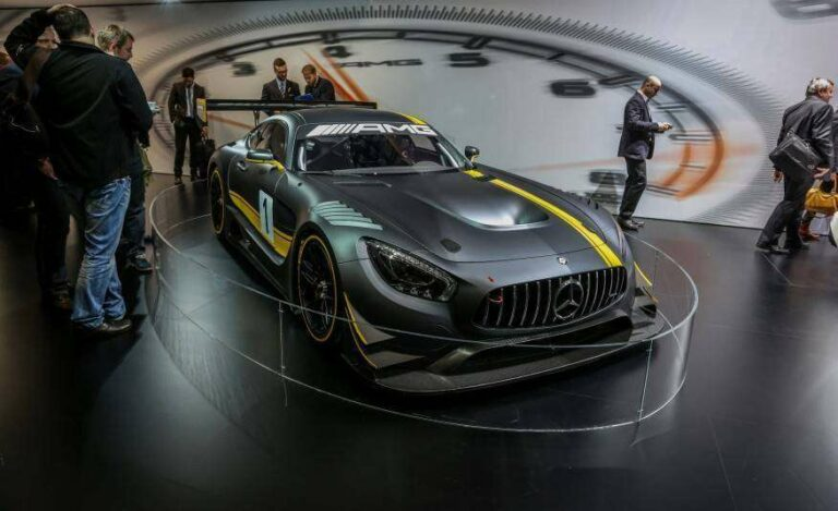 Mercedes AMG GT3, salah satu mobil spesifikasi GT3 terbaru yang akan memulai debut publik tahun depan (sumber: caranddriver.com).