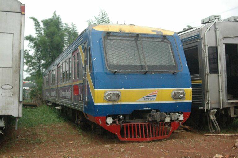 kereta 6177 dari rangkaian KRL seri 6000 eks Toei 6177F, unik namun harus pensiun