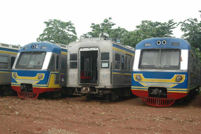 2 kereta berkabin rangkaian 6227F dari KRL seri 6000 eks Toei, tak lagi dapat ditemukan meliuk-liuk di lintasan untuk selamanya