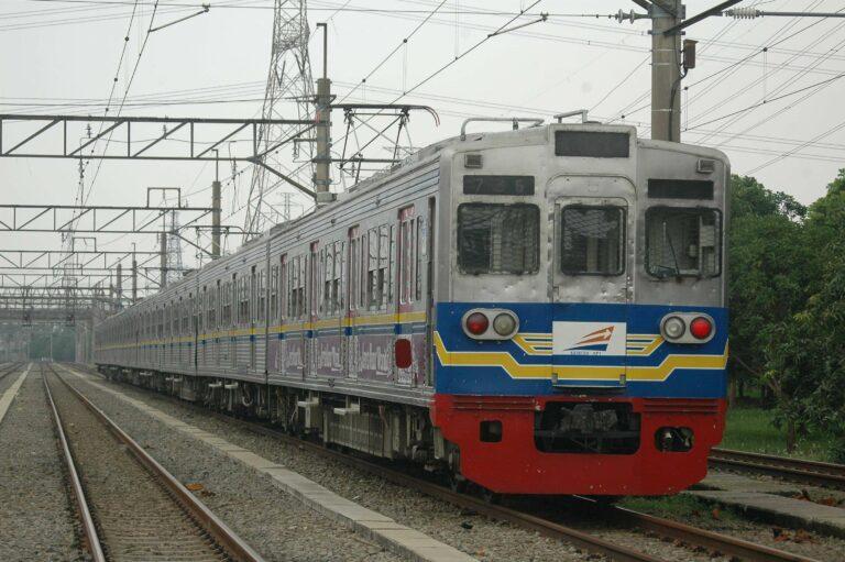 Rangkaian KRL seri 6000 eks-Toei yang masih aktif, 6181F di dipo KRL Depok