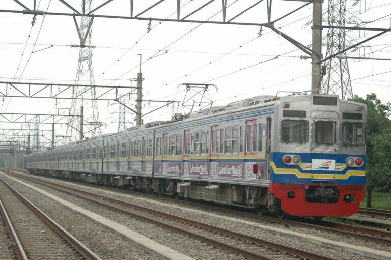 Rangkaian terakhir KRL seri 6000 eks-Toei yang masih berdinas, 6181F