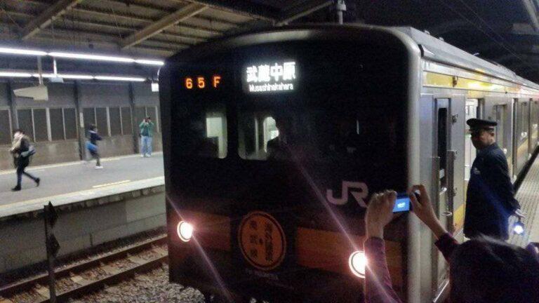 Railfan Jepang yang mengabadikan NaHa H39 melalui kamera digitalnya| Foto Oleh: Shina Hiromu