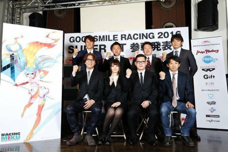 Staf tim GOODSMILE RACING & TeamUKYO untuk musim Super GT 2016.