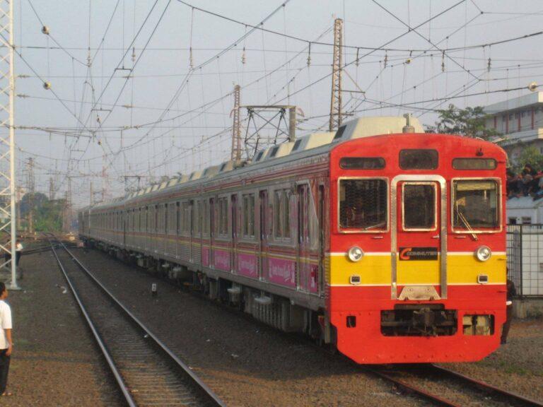 KRL seri 8500 rangkaian 8613F (JALITA) eks Tokyu jalur Denentoshi, KRL pertama KCJ yang menggunakan warna kombinasi Merah dan Kuning