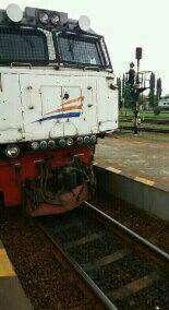 Bagian lokomotif yang rusak akibat tertabrak stoom