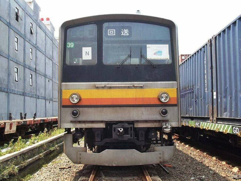 KRL JR 205 eks-Jalur Nambu (NaHa 39) di Stasiun Pasoso