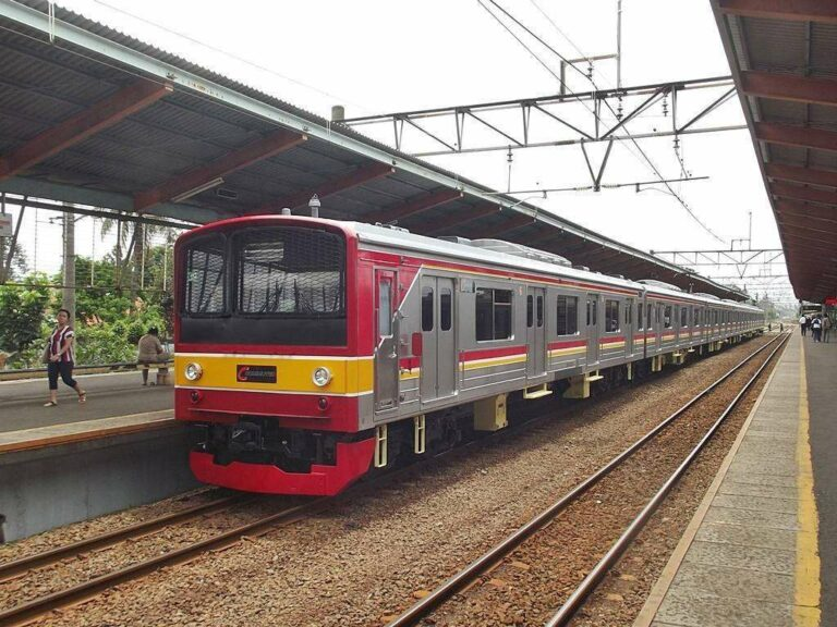 KRL JR 205 eks-Jalur Nambu (NaHa 39) di Stasiun Depok
