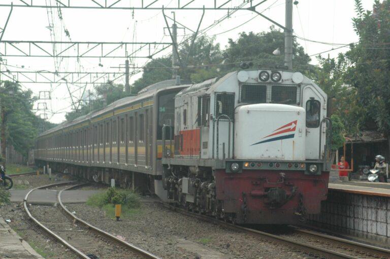 Dikirim ke DP, ditarik oleh lokomotif CC201-51 | Foto: Faris Fadhli