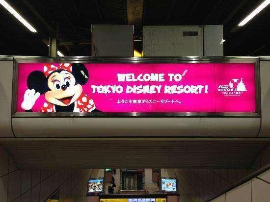 Salah satu papan iklan Tokyo Disney Resort | Sumber: media-cdn.tripadvisor.com