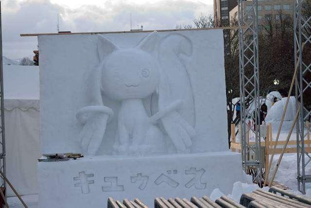 Ini dia ukiran es Kyubey yang dipajang di acara Sapporo Snow Festival 2015.