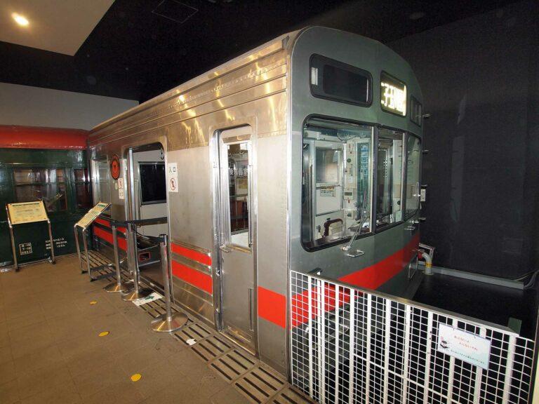 Tampak luar simulator KRL seri 8090   Sumber: commons.wikimedia.org