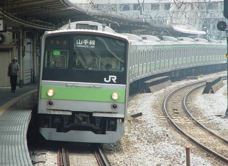 Yamanote_Line_205_series_set_25_Gotanda_Station_20020601