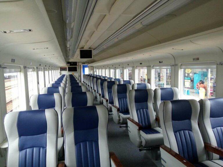 Interior kereta penumpang kelas Eksekutif buatan tahun 2016 | Foto : Andriawan Pratikto