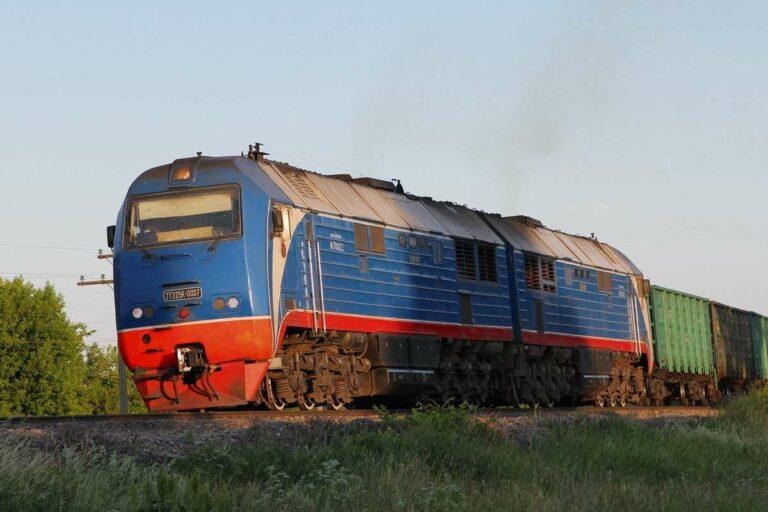 Lokomotif Diesel milik JSC RZD seri 2TE25K | Foto: Серёга