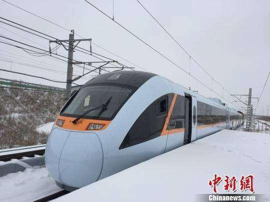 Kereta cepat dengan teknologi Hybrid milik TIongkok | Foto: China News