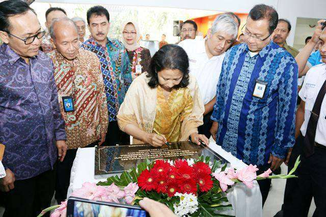 Menteri BUMN menandatangani prasasti Stasiun Maguwo sebagai Stasiun Intermoda | Sumber; Kereta Api Kita