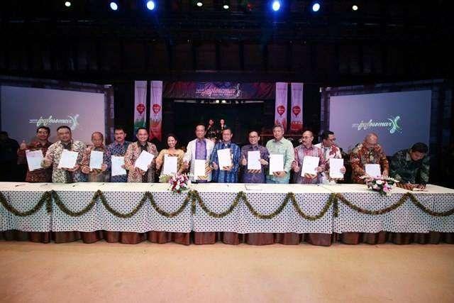 Foto bersama usai penandatanganan MoU sinergi BUMN di kawasan Joglosemar | Sumber: kereta Api Kita