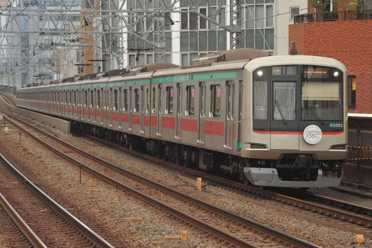 armada kereta rel listrik milik Tokyu, seri 5102F dengan HM | Foto: Adeliae-san