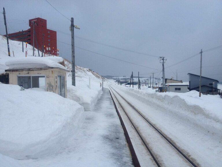 Stasiun Reuke yang plat namanya juga hilang| Foto: http://static.panoramio.com/