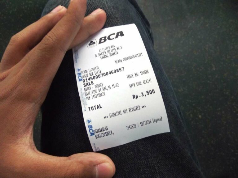 Bukti pembayaran perjalanan berupa struk