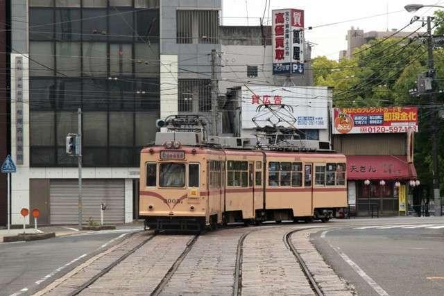 Tram milik Hiroshima Railway Company seri 3000 | Foto: Yopie