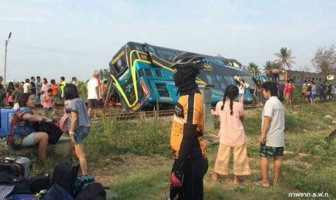 Bus Tingkat Dihajar Kereta