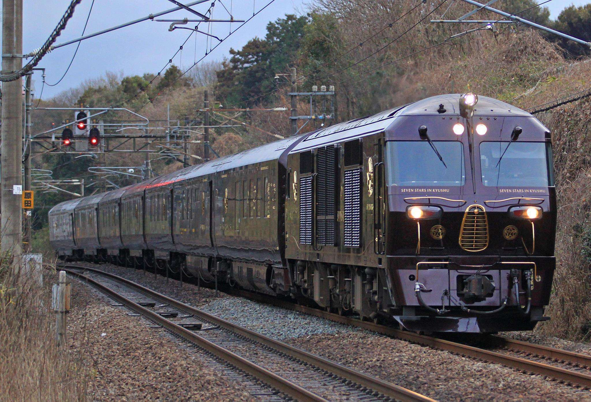 Kereta Api Tidur Super Mewah Nanatsuboshi, Hotel berjalan milik JR Kyushu   Foto: Tsubame