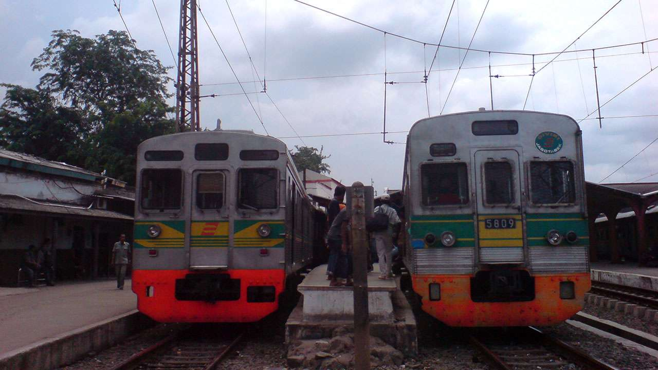 KRL Tokyu rangkaian 8608F dan TM 5009F, 9 Desember 2009 (Kevin W)