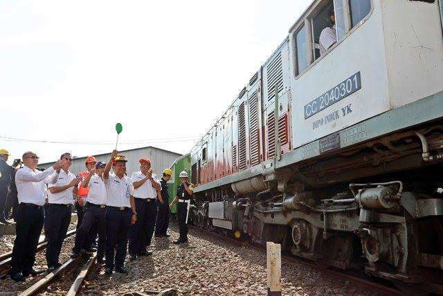 EVP Daop 1, John Robertho yang melepas kepergian KA Angkutan motor gratis di Stasiun Jakarta Gudang | Sumber: Kereta Api Kita (facebook)