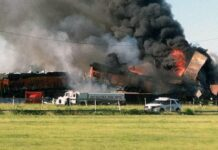 KA Angkutan Barang BNSF Bertabrakan Dan Terbakar