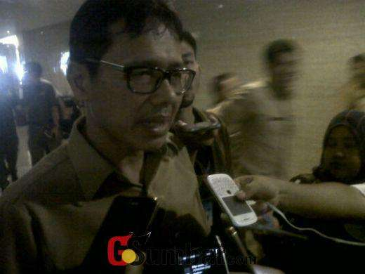 Gubernur Sumatera Barat, Irwan Prayitno saat diwawancara oleh awak wartawan | Sumber: Gosumbar.com
