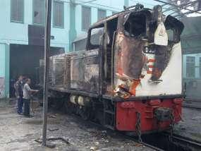 Lokomotif D301 25 setelah terbakar
