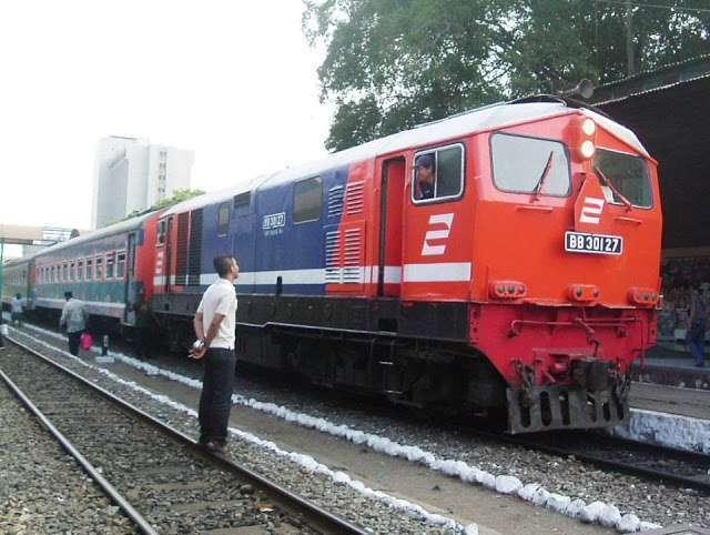 BB 301 27 berdinas kereta api ekonomi | Source : M.Luthfi Tjahjadi