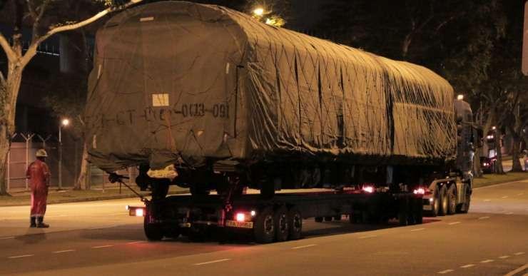 Salah satu unit kereta yang akan dibawa ke Pelabuhan Jurong untuk diperbaiki kembali di Tiongkok.