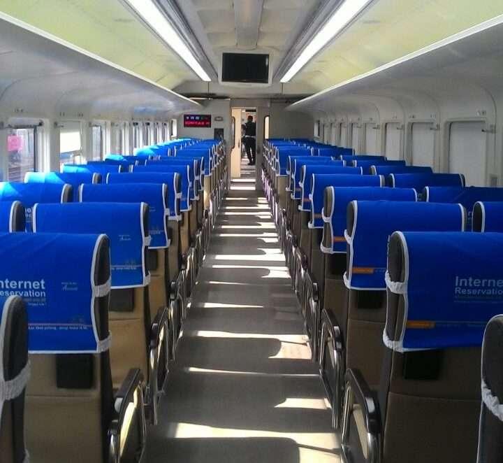 Interior dari kereta ekonomi terbaru buatan PT INKA Madiun