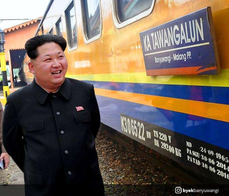 Kim Jong-un berpose disebelah papan nama KA Tawang Alun| Sumber: Byek Banyuwangi (Facebook)