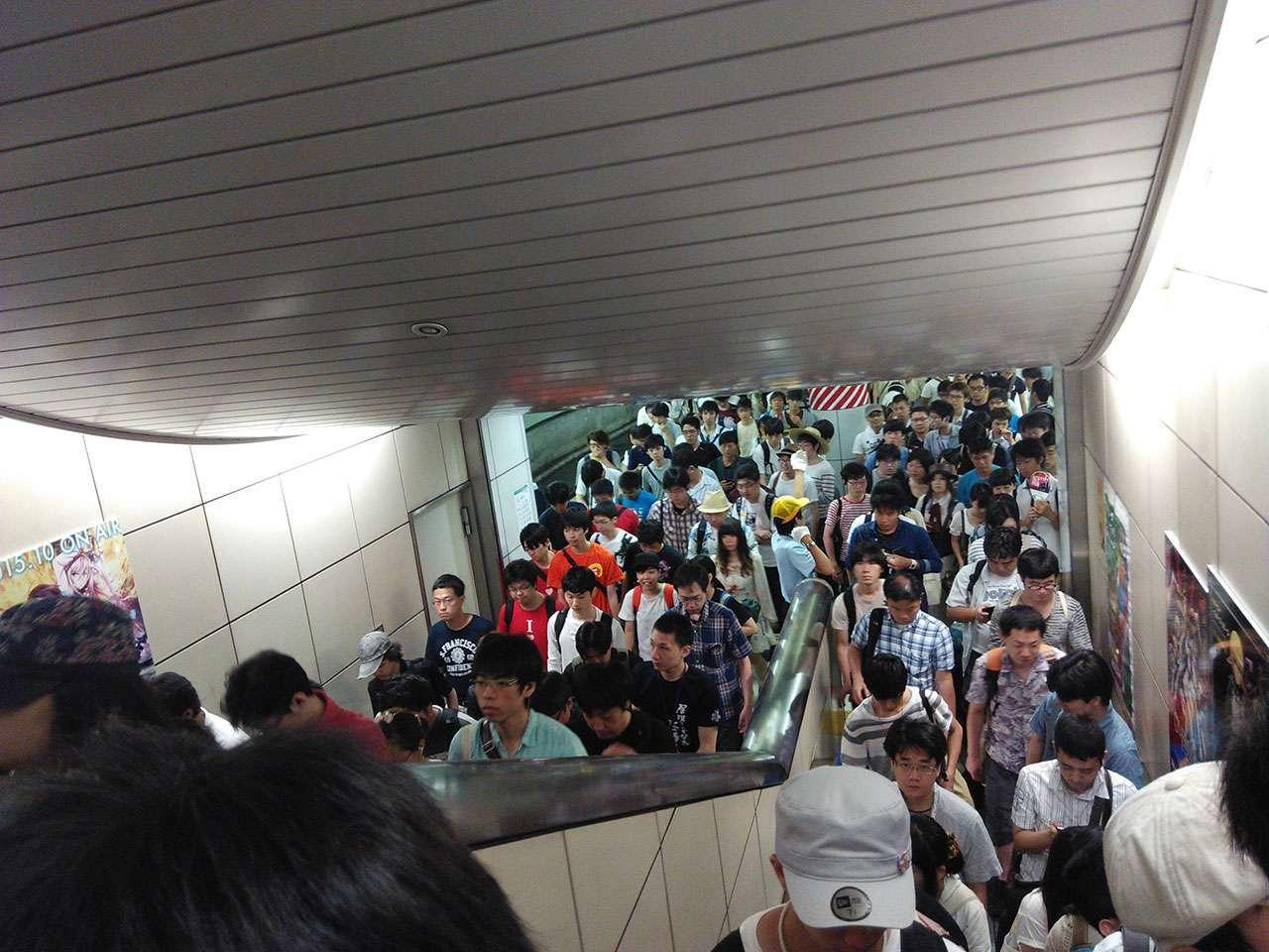 Seperti tangga di stasiun Tanah Abang, bukan?
