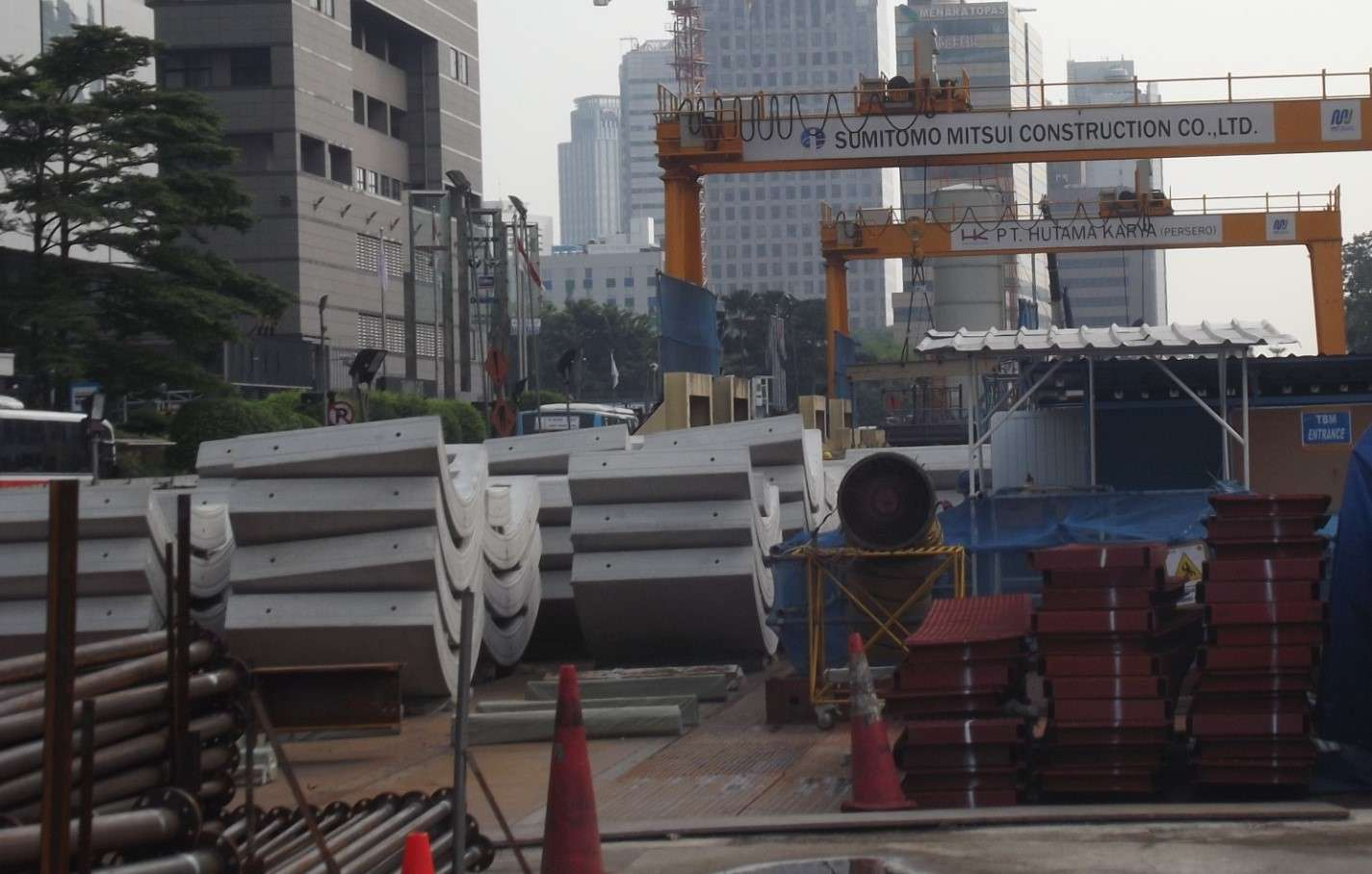 Gambar 4: Panel dinding terowongan MRT sebelum dipasang