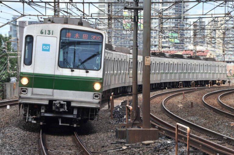KRL seri 6000 Tokyo Metro, rangkaian 6131F semasa masih berdinas di jalur Chiyoda | Foto: Adeliae