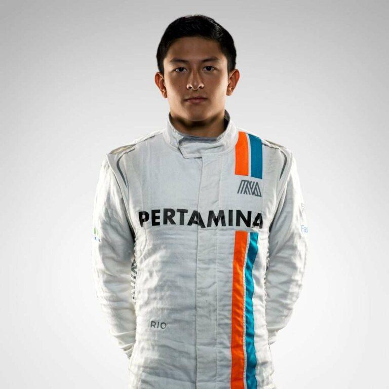 Rio Haryanto, pembalap Indonesia pertama yang sempat ikut serta di ajang balap Formula 1 (sumber gambar: formula1.com)