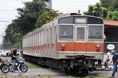 KRL seri ex JR 203 milik PNR. KRL dengan seri yang sama juga beroperasi di Jakarta.