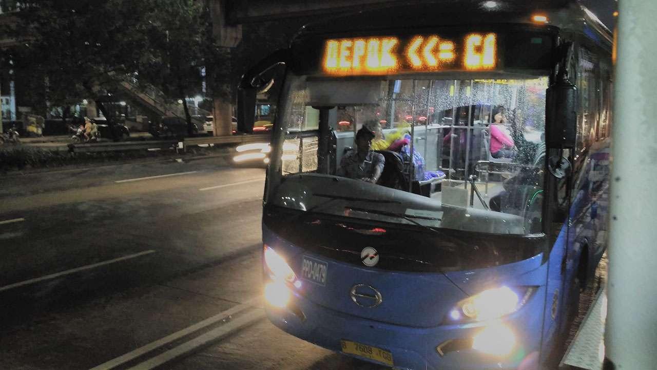 Transjabodetabek rute Depok - Cibubur - BNN, dioperasikan oleh Perum PPD.