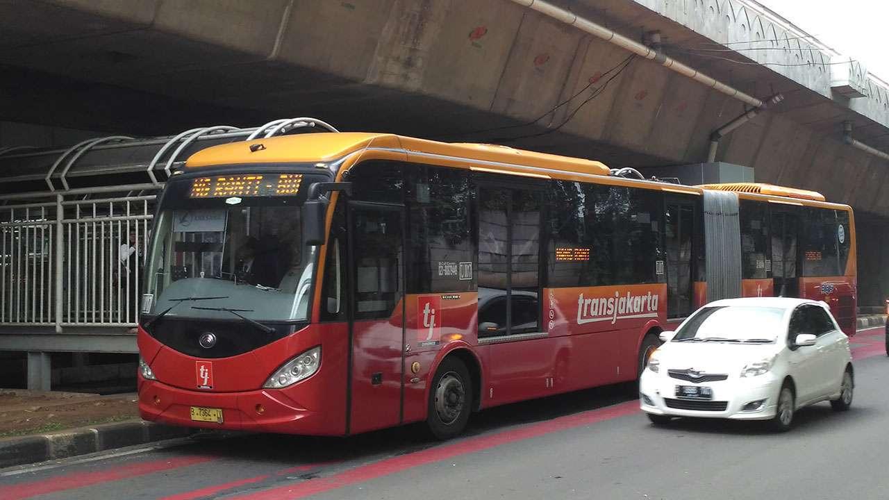 TJ 0017, Transjakarta Yutong koridor 9B (Pinang Ranti - Kota). (Kevin W)