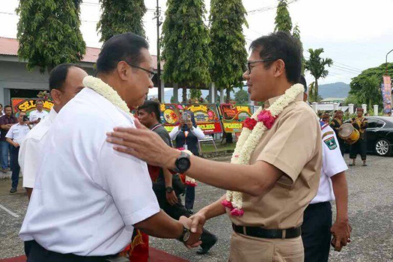 Direktur Utama KAI Edi Sukmoro saat bertemu dengan Gubernur Sumatera Barat Irwan Prayitno | Sumber: Kereta Api Kita