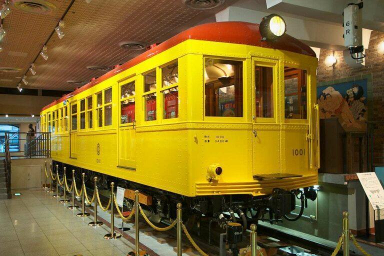 Sesepuh jalur Ginza, KRL tipe 1000. | Foto: Wikipedia