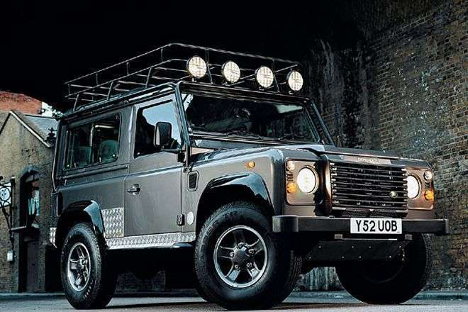 Land Rover Defender Tomb Raider (sumber: fourwheelers.com)